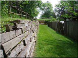 Retaining wall, retaining wall elements