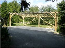 Sapwood-free acacia post