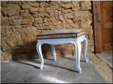 Neo-baroque stool