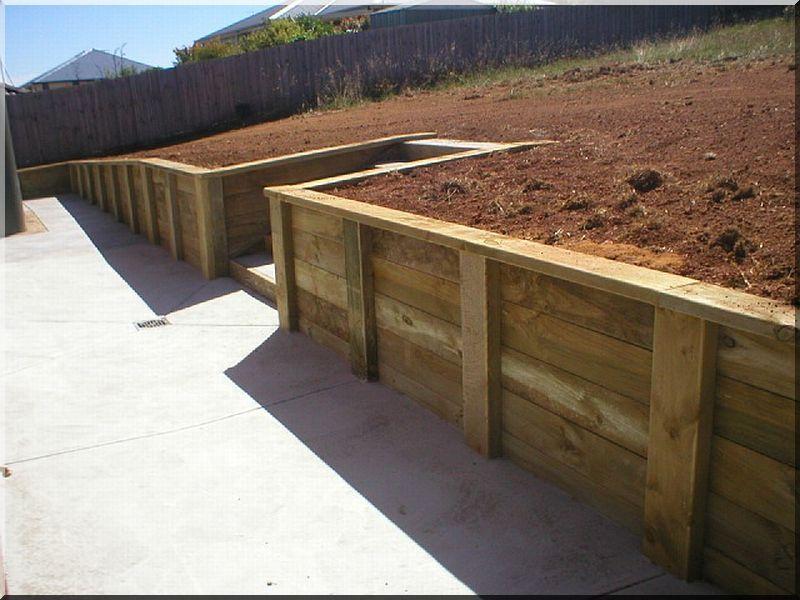 Construction de mur de soutènement  Planches dacacia Vieux linteau  ~ Construction Mur Bois