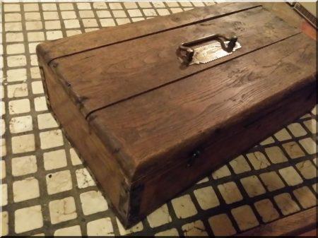 Rézveretes írószertároló doboz -