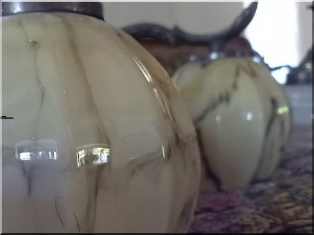 Vastag kéregmart fenyőfa oszlop