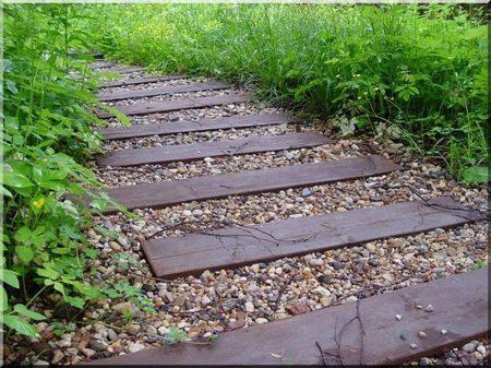 Allée de jardin en planches épaisses