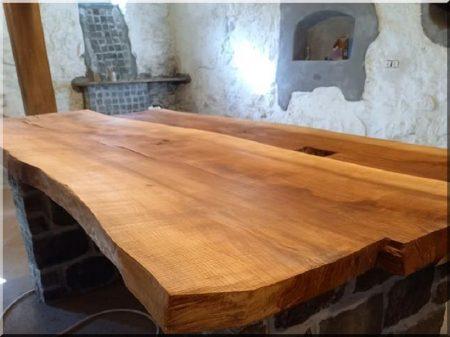 Tischplatte aus Naturholz