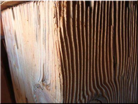 Kefélt felületű antik faanyag -