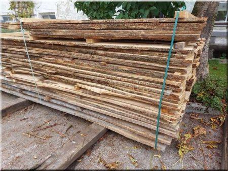 Oeuvre de planches de chêne séchées