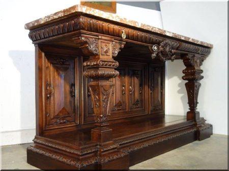 Reneszánsz stílusú antik bútorok -