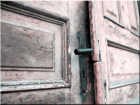 Bontott ajtó