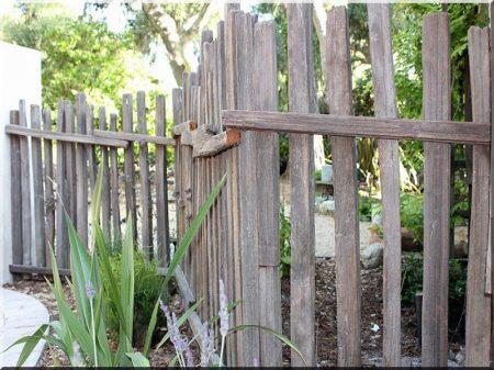 Rustikale Gartenzaun