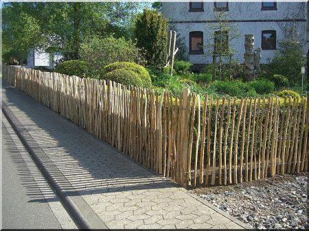 3 - 5 cm rustic acacia fence