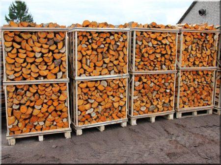 Alder firewood on pallet