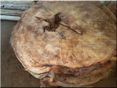 Asztallap szeletelt fakorongokból -