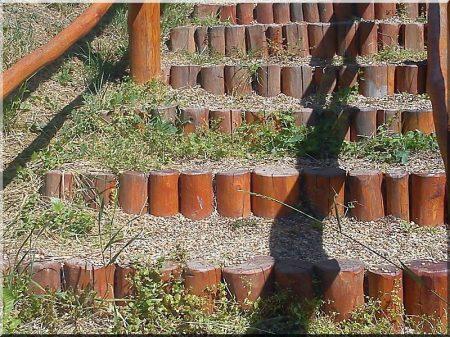 Kurzer Holzpfahl, 35 cm lang, geschält und geschliffen