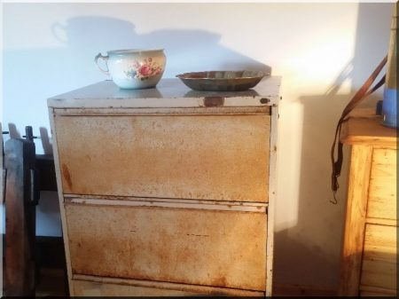 Loft chest of drawers