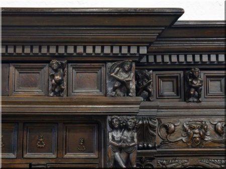 Reneszánsz stílusú antik bútor -