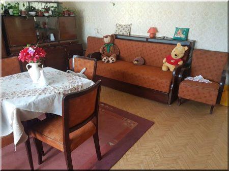 Tiszta szoba 50- es évekbeli bútorai
