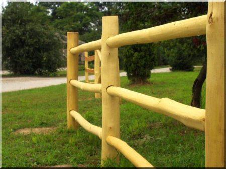 8 - 10 cm átmérőjű csiszolt akác fa oszlop