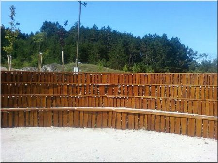 Retaining wall from edged locust planks, 62 cm
