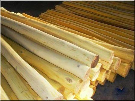 Thin, debarked and sanded acacia pole