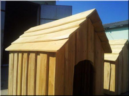 Szigetelt akác kutyaház szélezetlen deszkából, V- ös méret -