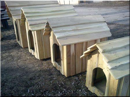 Kutyaház, akác, bélelt, III- as méret -