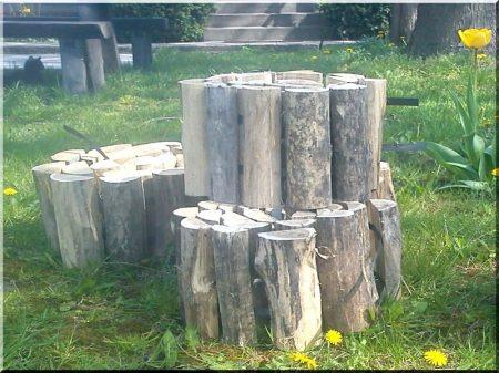 Halved log garden border, 20 cm high