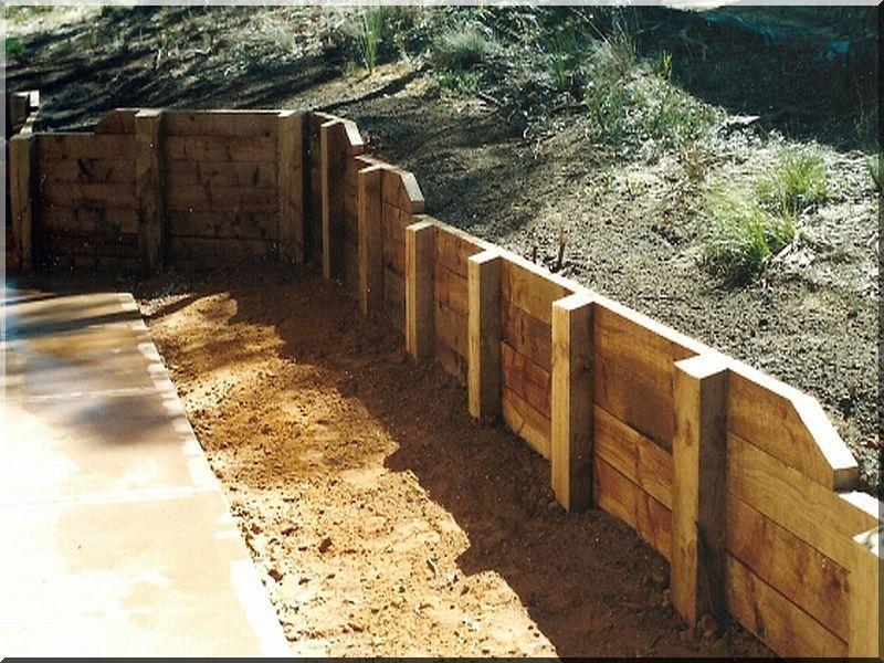 construction de mur de sout nement planches d 39 acacia. Black Bedroom Furniture Sets. Home Design Ideas