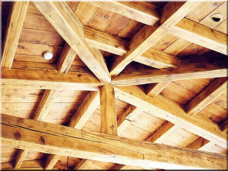 Tetőszerkezet antik gerendákból