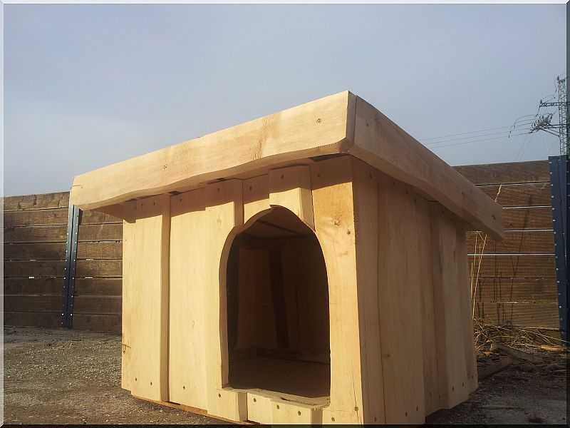 Locust dog-kennel size I Rustic locust dog-kennel from edged planks