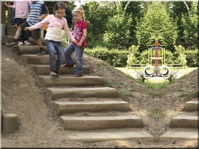 Csiszolt akác rönk lépcső