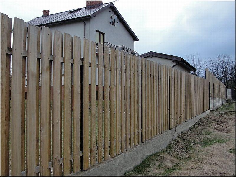 1,6 méteres, gyalult fenyődeszka kerítéselem