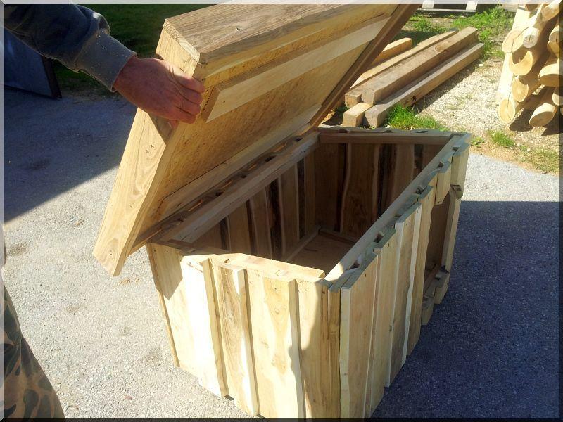 Nyitható tetős akác deszka kutyaház