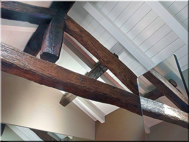 Antik gerendákból épített tetőszerkezet