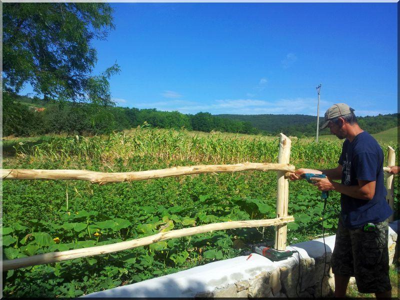 Kerítésépítés*