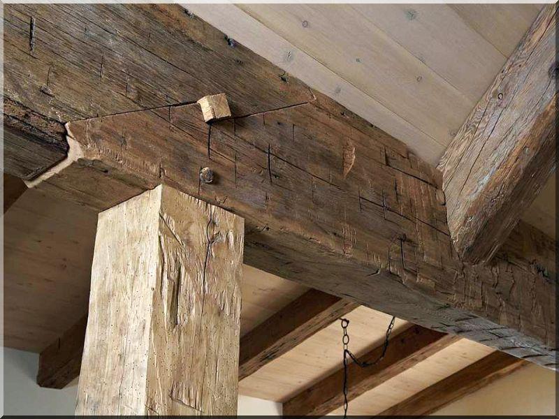 Bárdolt felületű antik faanyag