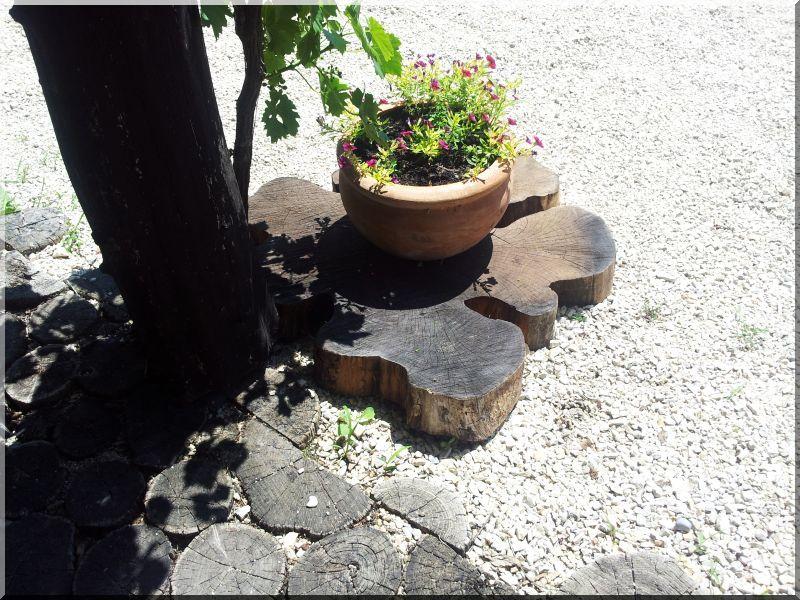 Tipegő, 8 cm vastag, akác fa