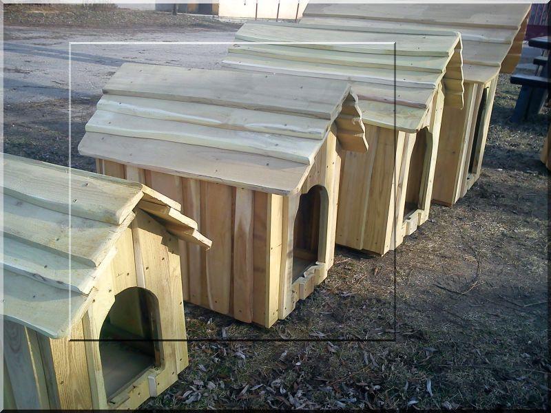 Szigetelt akác kutyaház szélezetlen deszkából, III- as méret -