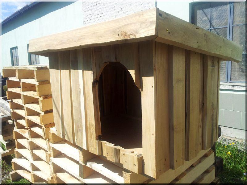 Féltetős akác deszka kutyaház, III- as méret -